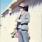 homme jouant la tarqa