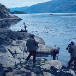 Michel Deloire filme en François Carré enregistre la pêche aux oursins