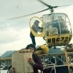 Philippe Cousteau et un matelot recuperant la provision de pain